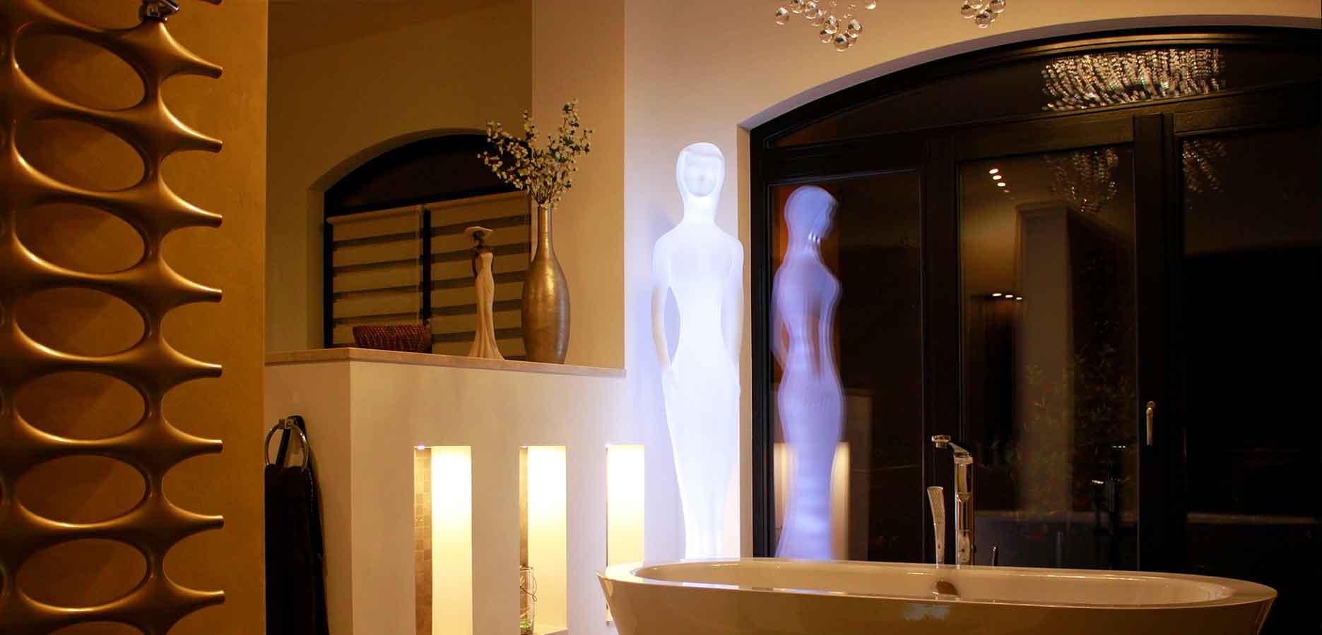 Atemberaubendes Design überzeugt <br> Innen und auch Außen mit Dekolampen <br> und Leuchtstatuen als Lichtdekor.