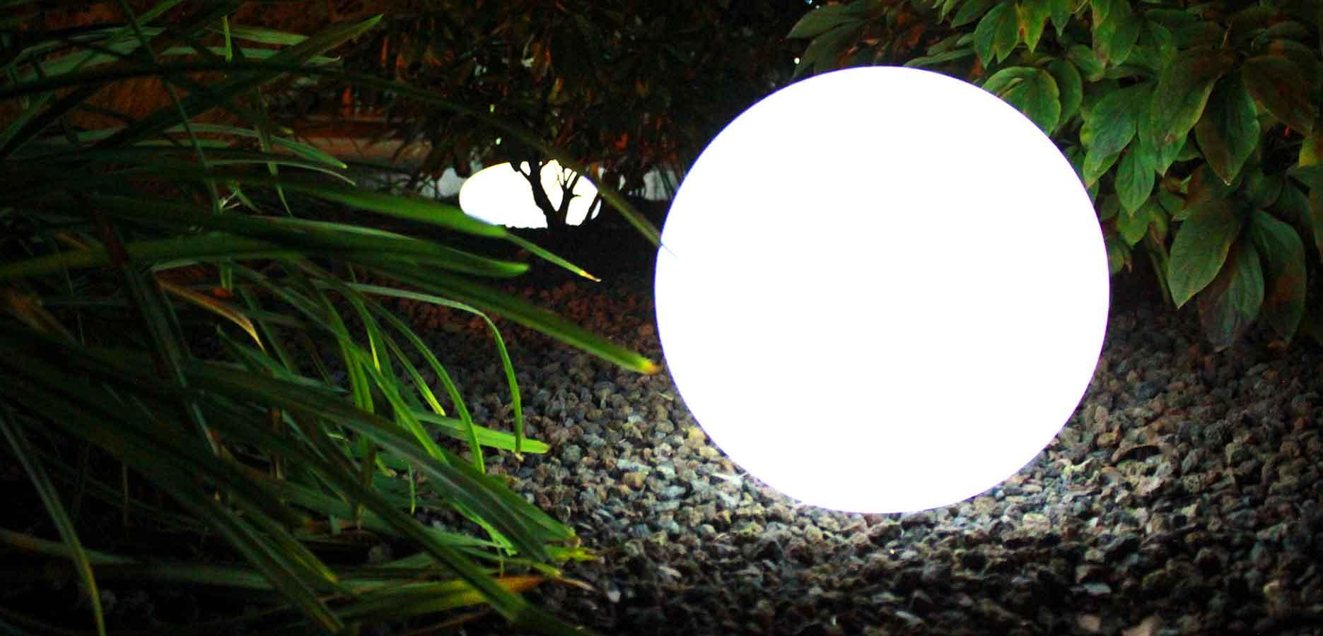 Bringe Licht in Dein Garten <br> zeige Dein Garten Leuchtend bei Nacht <br> mit Dekolampen und Leuchtfiguren.