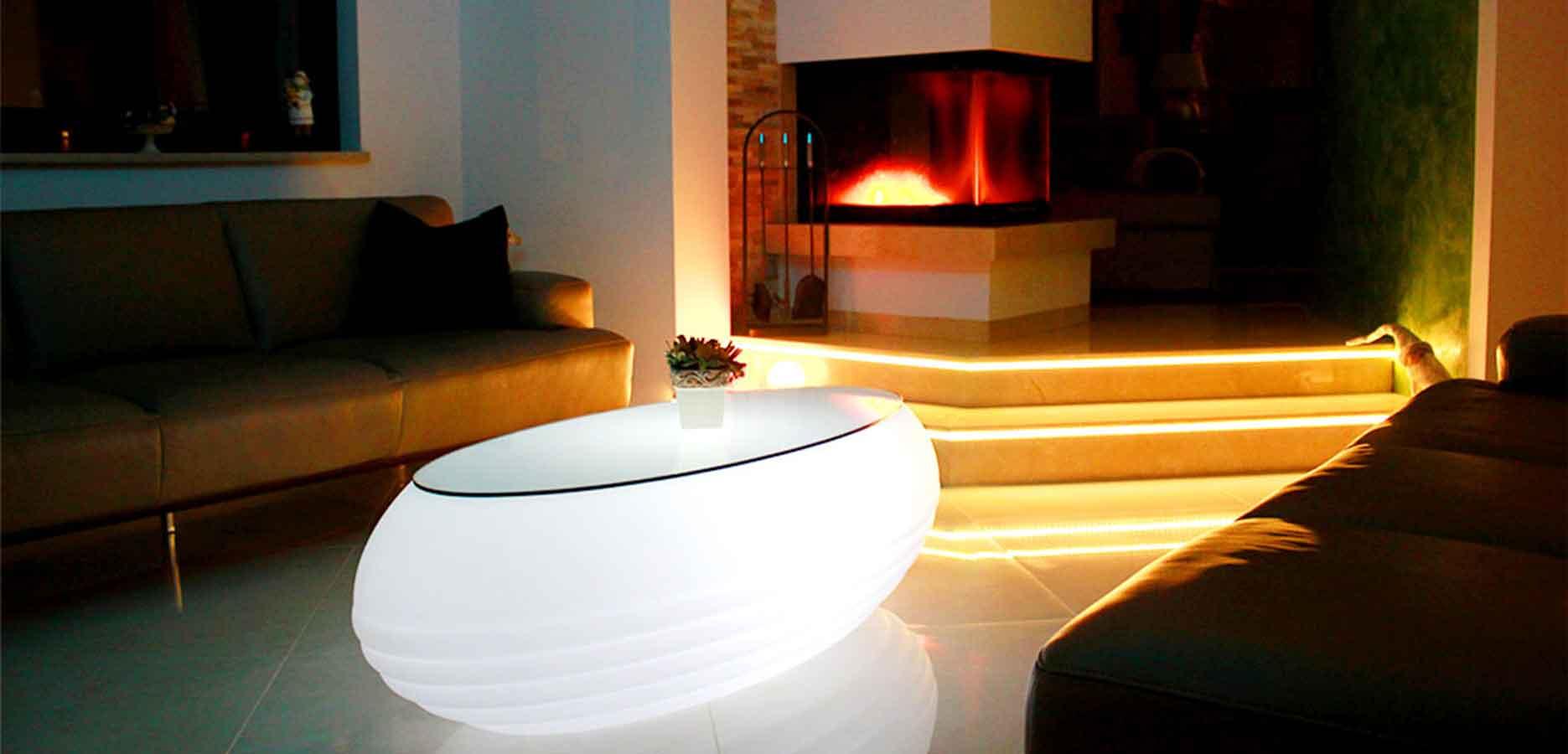 Sorge für Stimmung mit leuchtenden <br> Couchtischen und Stehlampen in <br> deinen Wohnzimmer Ambiente.